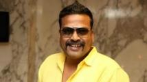 https://tamil.filmibeat.com/img/2020/04/john-vijay-1586356564.jpg