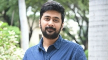 http://tamil.filmibeat.com/img/2020/04/rahul-ravindran-pics-612-1526801744-1587028040.jpg