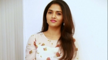 http://tamil.filmibeat.com/img/2020/04/sunaina-02-1587109746.jpg