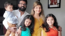 http://tamil.filmibeat.com/img/2020/05/ramba23-1588409148.jpg