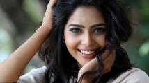 https://tamil.filmibeat.com/img/2020/07/nivin-pauly--aishwarya-lekshmi-4-1595043726.jpg