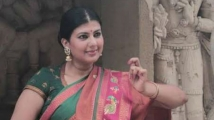 http://tamil.filmibeat.com/img/2020/08/anchorswarnamalya-1598364242.jpg