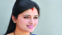 https://tamil.filmibeat.com/img/2020/08/navneet-kaur-2-1597467325.jpg