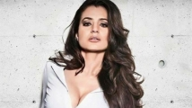 https://tamil.filmibeat.com/img/2020/10/ameesha-patel-02-1603898538.jpg