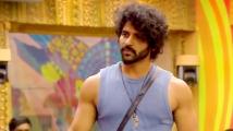 https://tamil.filmibeat.com/img/2020/10/balaji-1603869680.jpg