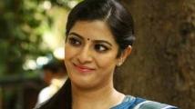 https://tamil.filmibeat.com/img/2020/10/varalaxmi-sarathkumar-to-make-her-debut-as-director-4-1602989497.jpg