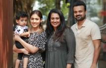 https://tamil.filmibeat.com/img/2020/11/nayantharaslatestpicwithkunchackobobansfamilyiswinningtheinternet-1606216251.jpg