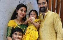 https://tamil.filmibeat.com/img/2020/12/prasannafamily-1607174463.jpg