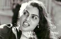 https://tamil.filmibeat.com/img/2020/12/silksumitha-1606909673.jpg