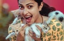 https://tamil.filmibeat.com/img/2021/01/amalapaul-1611475317.jpg