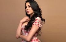 https://tamil.filmibeat.com/img/2021/01/janhvi-kapoor-15445128321901-1611464798.jpg