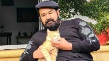 https://tamil.filmibeat.com/img/2021/01/mohanlalwithcat-1611574656.jpg