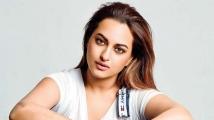 https://tamil.filmibeat.com/img/2021/01/sonakshi2-1597650797-1611471239.jpg