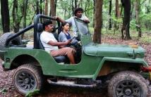 https://tamil.filmibeat.com/img/2021/01/trip-1611490540.jpg