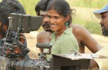 https://tamil.filmibeat.com/img/2021/02/elaesong-1612156173.jpg