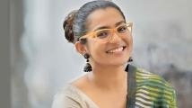 https://tamil.filmibeat.com/img/2021/02/parvathi-1579424238-1613026385.jpg