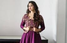 https://tamil.filmibeat.com/img/2021/02/surabhi-1612509772.jpg