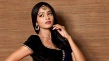 https://tamil.filmibeat.com/img/2021/03/gayathrie-images-101-1616756550.jpg