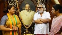 https://tamil.filmibeat.com/img/2021/03/kushubuatsivajihome1-1616324312.jpg