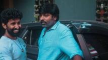 https://tamil.filmibeat.com/img/2021/04/mahendranmeetsvijaysethupathiwithhisnewcar4-1618213293.jpg