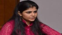 https://tamil.filmibeat.com/img/2021/05/chinmayi-1621315351.jpg