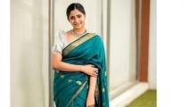 https://tamil.filmibeat.com/img/2021/06/losliya51-1624109829.jpg