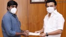 https://tamil.filmibeat.com/img/2021/06/vijaysethupathimkstalin-1623751045.jpg