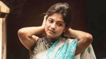 https://tamil.filmibeat.com/img/2021/07/aruvi-actress-aditi-balan-sexy-hot-saree-navel-show-1613212931-1625204886.jpg