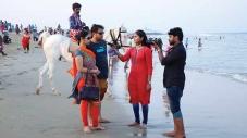 சாட்சிகளுடன் பல காட்சிகளில் கதை சொல்லும் மெரீனா புரட்சி