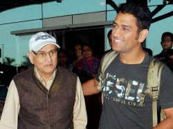 Dhoni S Father Gets Emotional On Watching