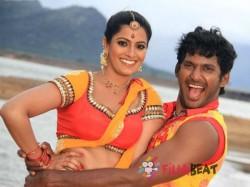 Varalakshmi Clears Air About Break Up Tweet