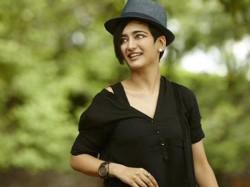 Akshara Haasan Confirms Vivegam Release Date
