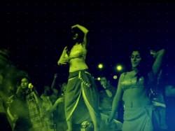 Iruttu Araiyil Murattu Kuthu Party Song