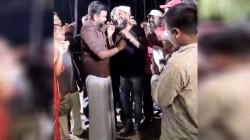 Actor Sasikumar Gifts Gold Chain To Director Saravanan