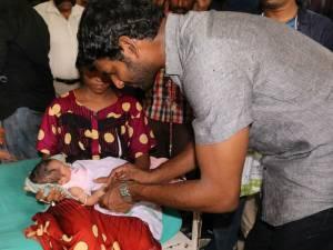 விஜய்+விஜயகாந்த் ஸ்டைலில் பிறந்தநாள் கொண்டாடிய விஷால்